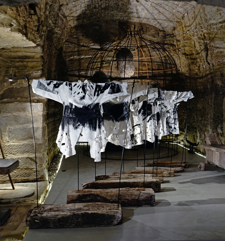 Cave exibition, black and white linen petrified wood stands Joanna Staniskis atelier and collection 2016-8